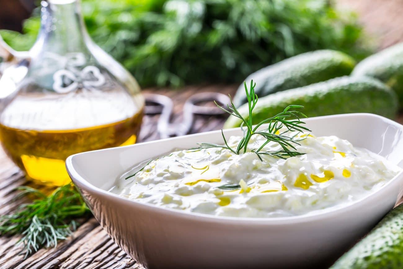 Tzatziki – grecki sos czosnkowy